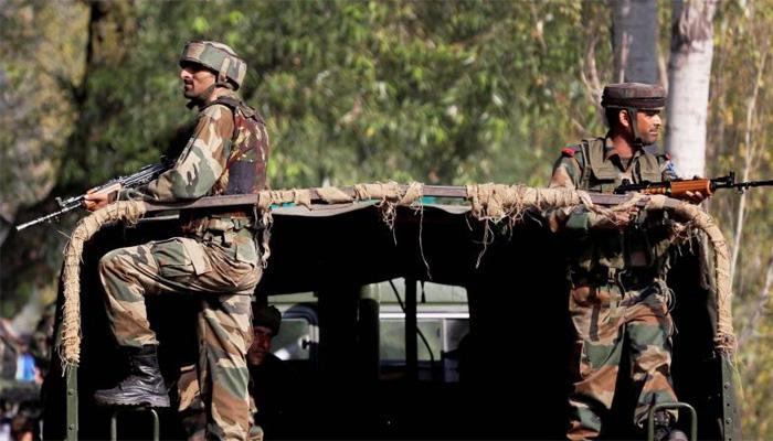 J&K: पुलवामा के त्राल में सेना के गश्ती दल पर आतंकी हमला, पूरे इलाके को घेरा गया