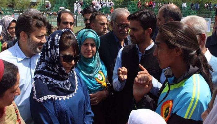 फुटबॉल खिलाड़ी से पत्थरबाज बन गईं कश्मीर की अफ्शां आशिक, कहा- कोई पछतावा नहीं