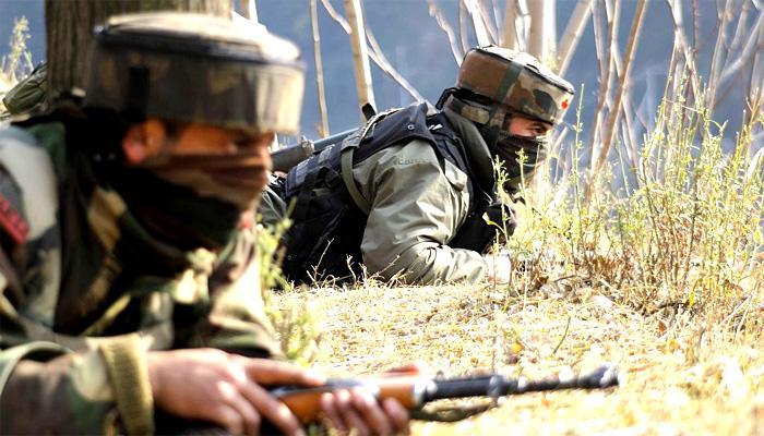जम्मू-कश्मीर : हंदवाड़ा में भारतीय सेना ने चार-पांच आतंकियों को घेरा