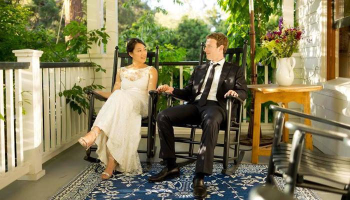 मार्क जुकरबर्ग ने उनकी पत्नी के साथ ऐसे मनाई शादी की 5वीं सालगिरह
