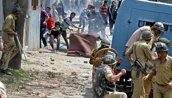 जम्मू-कश्मीर: बारामुला में छात्रों और सुरक्षा बलों के बीच झड़प, चार युवक हिरासत में