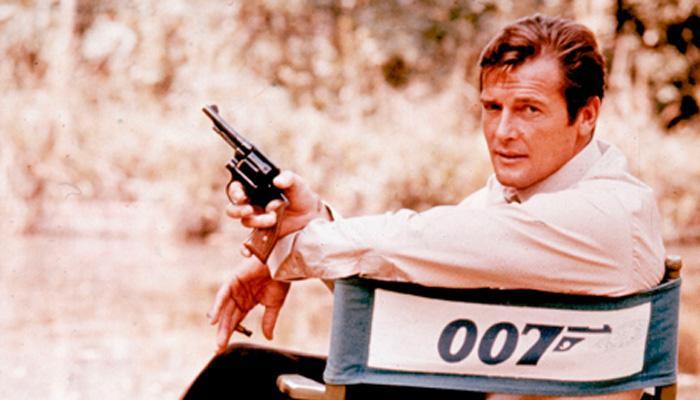 नहीं रहे जेम्स बांड 007 एक्टर रोजर मूर, 89 साल की उम्र में निधन