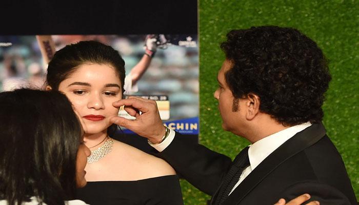 PICS : अमिताभ-आमिर से लेकर अनुष्का-विराट तक आए थे सचिन की फिल्म के प्रीमियर में, बेटी सारा पर टिकी थीं सबकी निगाहें