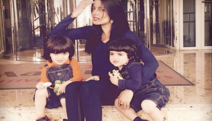 दो बच्चों की मां सेलिना जेटली फिर हुई जुड़वां बच्चों के साथ प्रेगनेंट