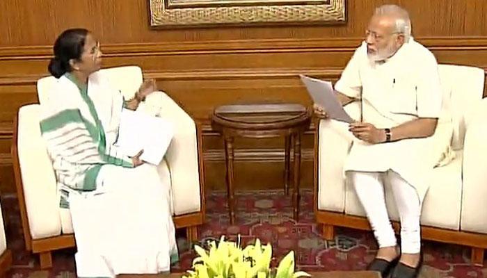मोदी से मिलीं ममता, कहा- राजनीति नहीं, विकास पर हुई चर्चा