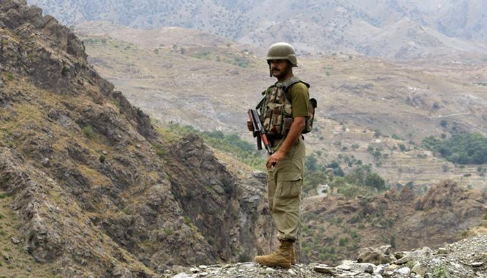 LoC पर भारत से तनाव के बीच पाकिस्तना ने रक्षा बजट में की सात फ़ीसद की बढ़ोतरी