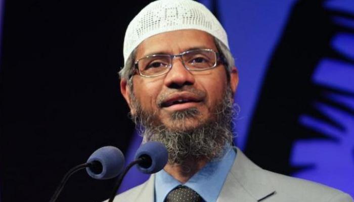 ज़ाकिर नाईक मलेशियाई नागरिकता की कोशिश में, एनआईए से बचने के लिए बदल रहा है ठिकाने