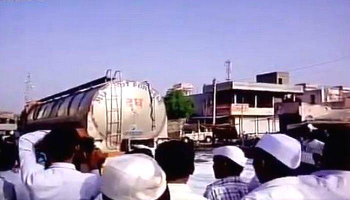 महाराष्ट्र में किसानों की हड़ताल खत्म, कर्जमाफी का फडणवीस ने दिया भरोसा
