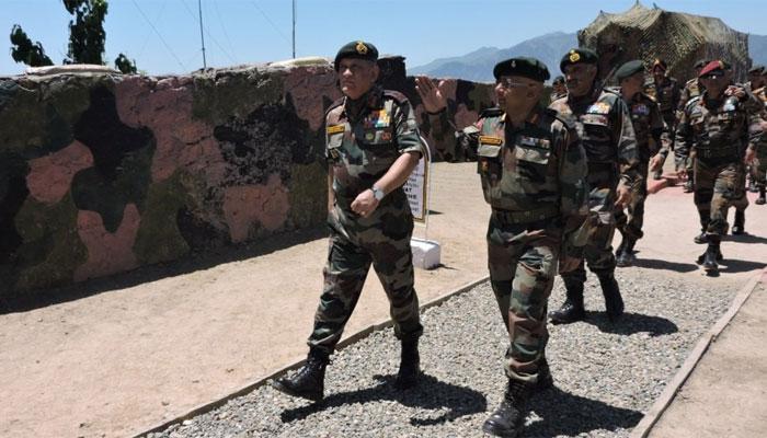 सेना प्रमुख जनरल रावत ने LoC का दौरा किया, तैयारियों की ली जानकारी