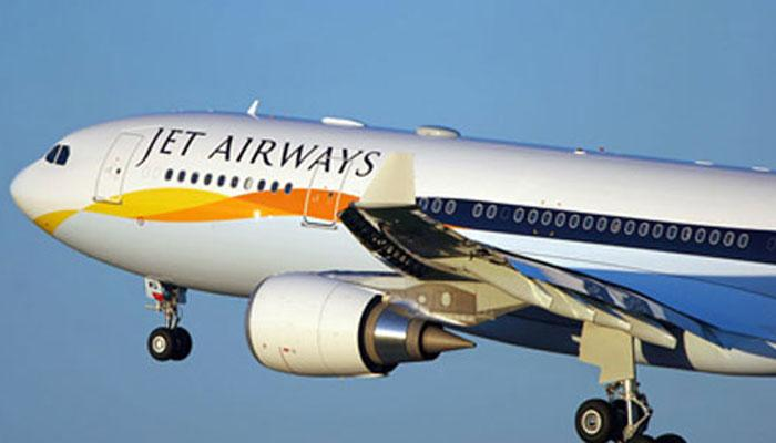 'अश्लील पोस्ट' पर पायलटों पर गिरी गाज, डीजीसीए ने 10 को किया बर्खास्त