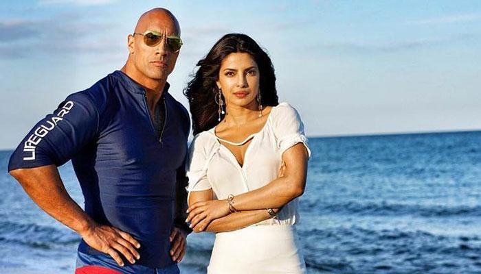 हॉलीवुड सितारों को पछाड़ते हुए बॉलीवुड की 'देसी गर्ल' बनी नंबर 1