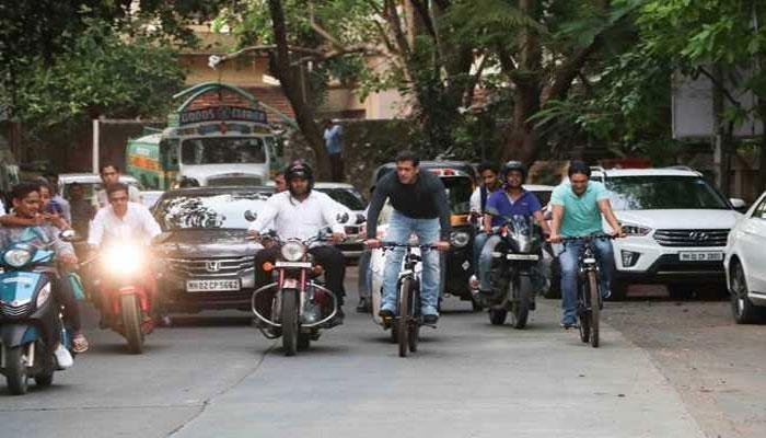 VIDEO : फिर साइकिल लेकर निकले 'दबंग', मुंबई की सड़कों पर लगे 'भाईजान-भाईजान' के नारे