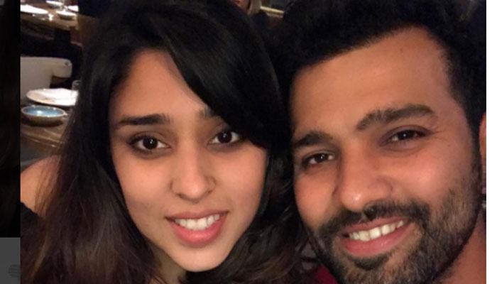 टीम इंडिया के 'हिटमैन' ने पोस्ट की डिनर डेट की तस्वीर, लिखा खास कैप्शन