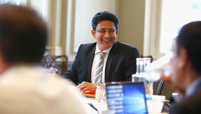 विराट कोहली से अनबन के बीच अनिल कुंबले ने कोच पद से दिया इस्तीफा