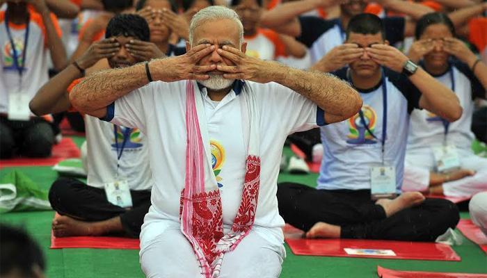 भारत बना 'योगिस्तान', देश भर में योग के विभिन्न कार्यक्रमों की तस्वीरें देखें