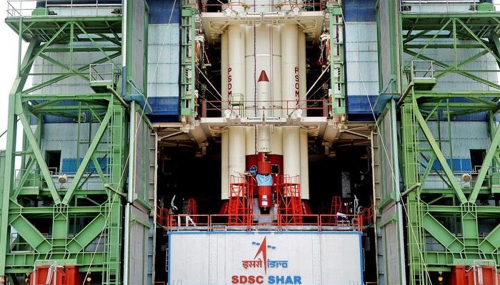 कार्टोसेट-2 और 30 नैनो सेटेलाइट को लेकर थोड़ी देर बाद अंतरिक्ष में जाएगा PSLV-C38
