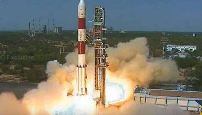 PSLV-C38 लॉन्च: आंतरिक्ष में भारत की ऊंची उड़ान, कार्टोसेट-2 और 30 नैनो सेटेलाइट का प्रक्षेपण
