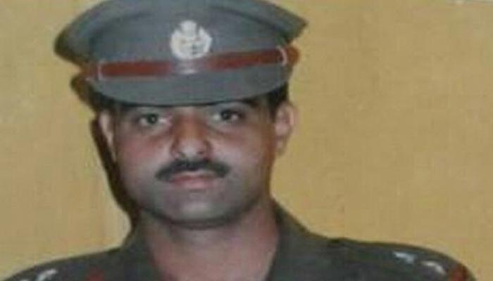 श्रीनगर : DSP अयूब पंडित की भीड़ ने पीट-पीटकर हत्या की