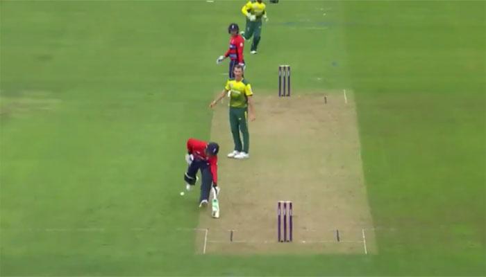 VIDEO : टी-20 के इतिहास में इस अजीबोगरीब तरीके से आउट होने वाले पहले खिलाड़ी बने जैसन राय