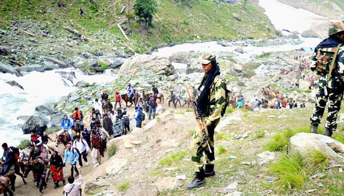 अमरनाथ यात्रा के लिए कड़ी सुरक्षा के बीच आज रवाना हुआ पहला जत्था