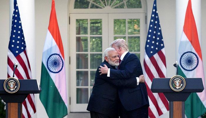 'मोदी-ट्रंप का एक-दूसरे से गले लगना भारत-अमेरिका के बेहद करीबी संबंधों को दिखाता है'