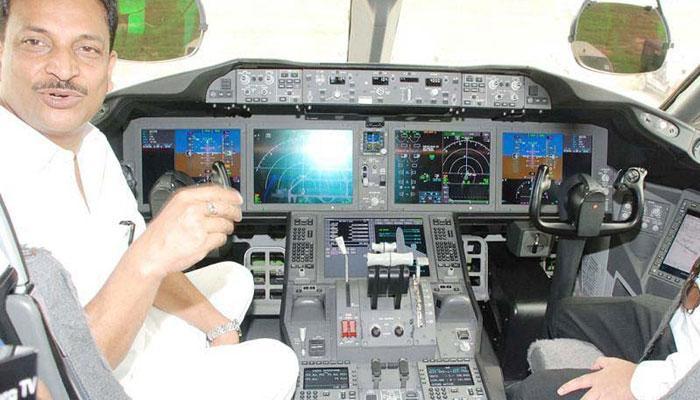 ...नई दिल्ली से खुद विमान उड़ाकर रायपुर पहुंचे राजीव प्रताप रूडी