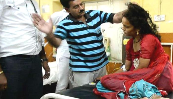 जिला अस्पताल में बीमार महिला का डॉक्टर ने थप्पड़ मारकर किया इलाज!