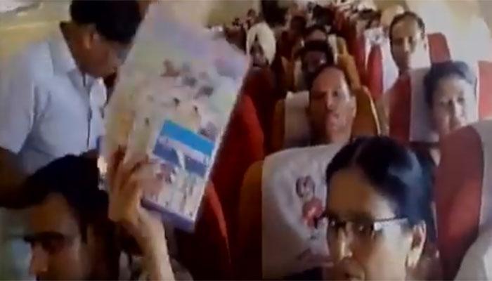 एयर इंडिया की फ्लाइट में एसी-ऑक्सीजन बंद, यात्रियों के पसीने छूटे, WATCH VIDEO