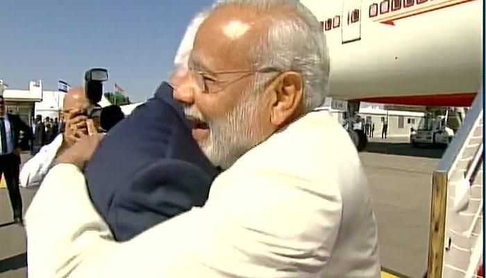 इजरायल में भी दिखा PM मोदी के गले मिलने का खास अंदाज