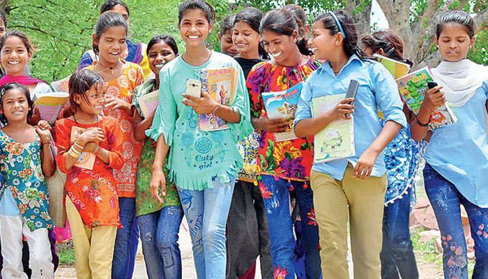 धौलपुर की लड़कियों ने नहीं माना 'पंच पटेल' का आदेश, जींस पहनकर निकली