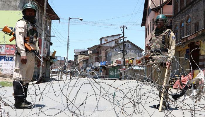 कश्मीर हिंसा को बंदूक की नोंक पर हल नहीं कर सकते, कांग्रेस ने पीएम मोदी से कहा