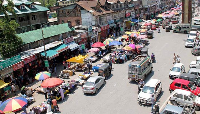 कश्मीर घाटी में सामान्य हुए हालात, मोबाइल और ब्रॉडबैंड इंटरनेट सर्विस फिर से बहाल