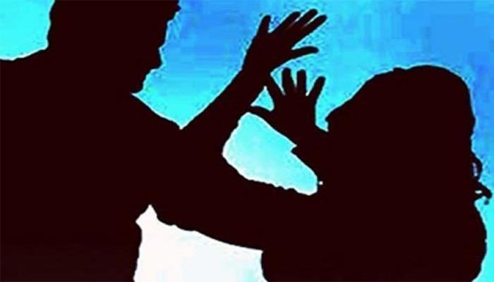 पत्नी को दांव पर लगा जुए में हारा पति, जीतने वालों ने किया 'गैंगरेप'