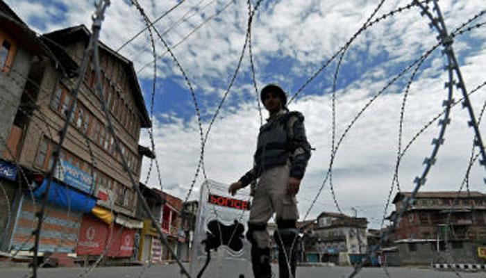 आतंकवादियों के अंतिम संस्कार के दौरान श्रीनगर में झड़पें, कई घायल