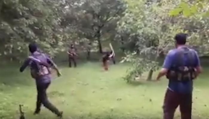 VIDEO: कश्मीर में AK-47 को स्टंप बना क्रिकेट खेल रहे आतंकियों का वीडियो वायरल