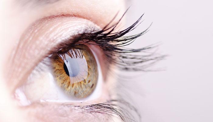 आंखों की देखभाल और बेहतर रोशनी के लिए अपनाएं ये आसान और जरूरी उपाय