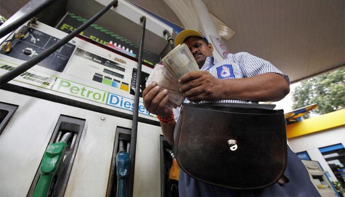 फिर बढ़ीं पेट्रोल-डीजल की कीमतें, आज का भाव जानने के लिए क्लिक करें
