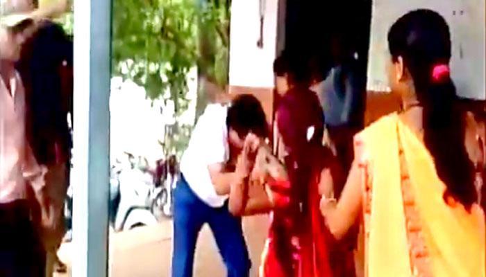 ...जब महिलाओं ने वकील साहब को दौड़ा दौड़ाकर पीटा!- VIRAL VIDEO