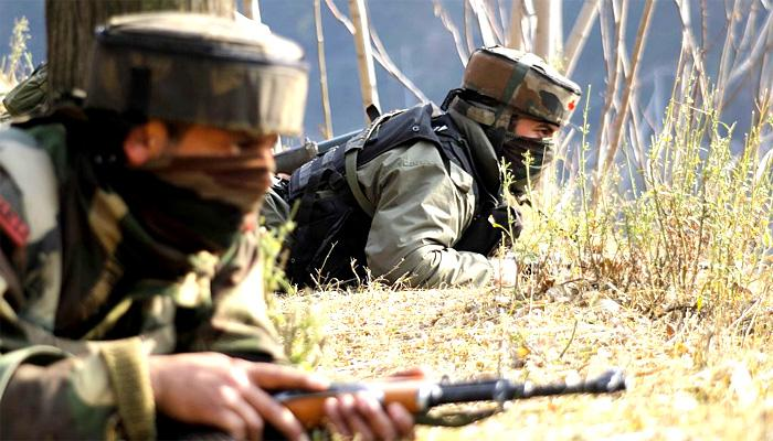 कश्मीर : मुठभेड़ के दौरान सुरक्षा बलों ने 3 आतंकियों को मार गिराया