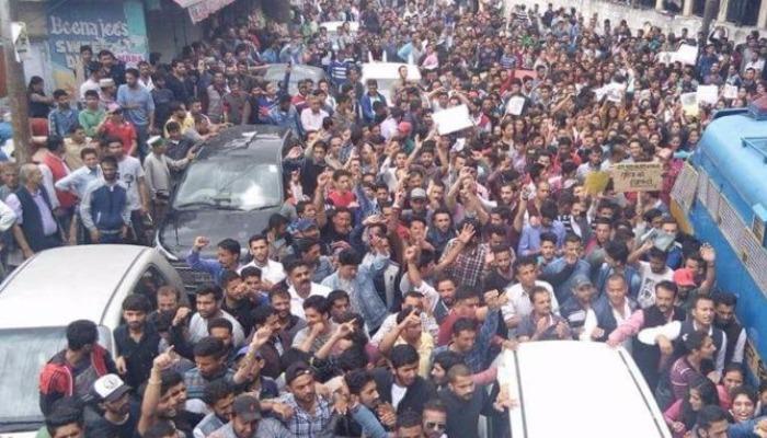शिमला गैंगरेप कांड: पीड़िता को न्याय दिलाने के लिए सड़कों पर उमड़ा जन सैलाब