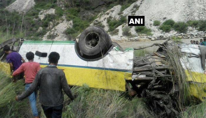 हिमाचल प्रदेश: बस खाई में गिरी, 28 की मौत, 9 घायल