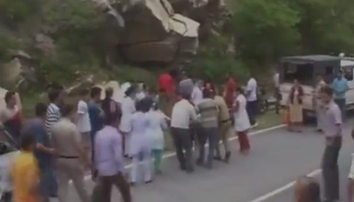 हिमाचल सड़क दुर्घटना में 28 की मौत, आगे निकलने की होड़ में खाई में गिरी बस
