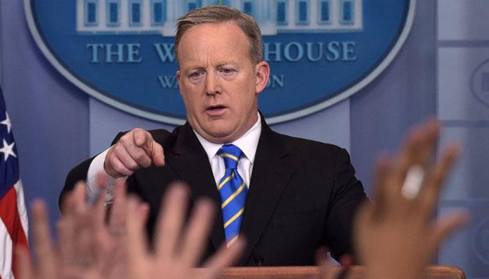 डोनाल्ड ट्रंप के फैसले के खिलाफ सीन स्पाइसर का व्हाइट हाउस प्रेस सेक्रेटरी पद से इस्तीफा