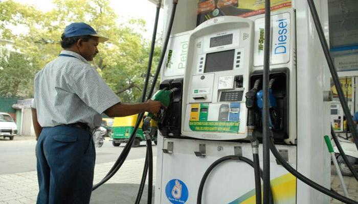 पेट्रोल के दामों में उछाल, डीजल में आई गिरावट, जानिए आज का भाव