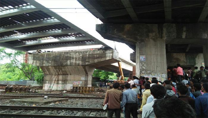 बिहार के सासाराम में अचानक ढहा रेल ओवरब्रिज, दो मजदूरों की मौत, गया-मुगलसराय रेल लाइन ठप्प