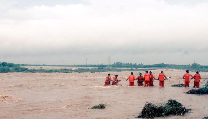 गुजरात: सौराष्ट्र में बाढ़ जैसे हालात, तीन की मौत, अगले 48 घंटे बारिश होने की चेतावनी