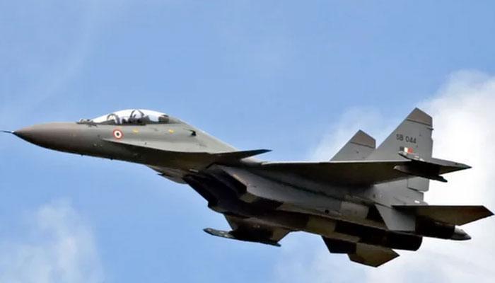 चीन-अमेरिका तकरार: अमेरिकी टोही विमान को चीनी लड़ाकू विमानों ने घेरा!