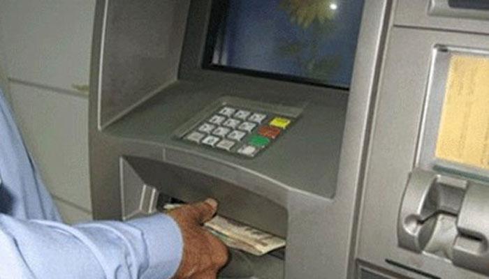 बैंक से निकले 100 की जगह 500 के नोट, अब कर्मचारी काट रहे हैं ग्राहकों के घर के चक्कर
