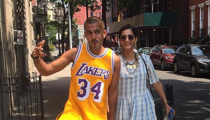 सोनम ने शेयर की 'ब्यायफ्रेंड' आनंद अहूजा के साथ सोशल मीडिया पर तस्वीर