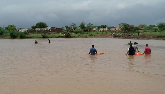 गुजरात: भारी बारिश से बाढ़ में डूबा बनासकांठा और पाटन, अब तक 123 की मौत